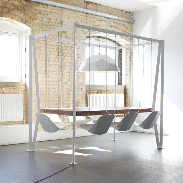 もう会議で眠くならない! 椅子がブランコ状態で宙に浮いてる「スウィング・テーブル」で名案たくさん浮かぶかも!?