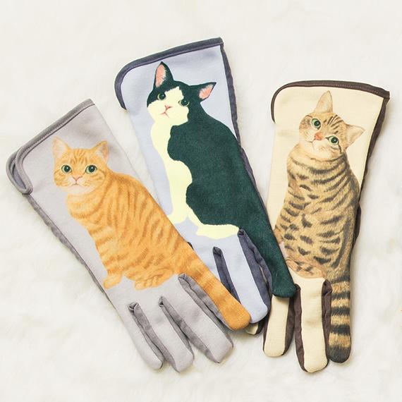 みんな欲しいに決まってる「猫のしっぽフリフリ手袋」登場 / ついに人間の人差し指とニャンコのしっぽが一体化してしまいました!