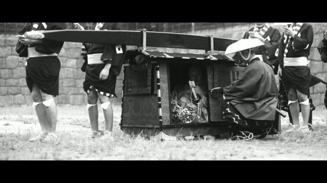 もし江戸時代にスマホがあったら…!? 「歩きスマホ」の危険性を参勤交代の道中にたとえたユニークな動画をドコモが公開!