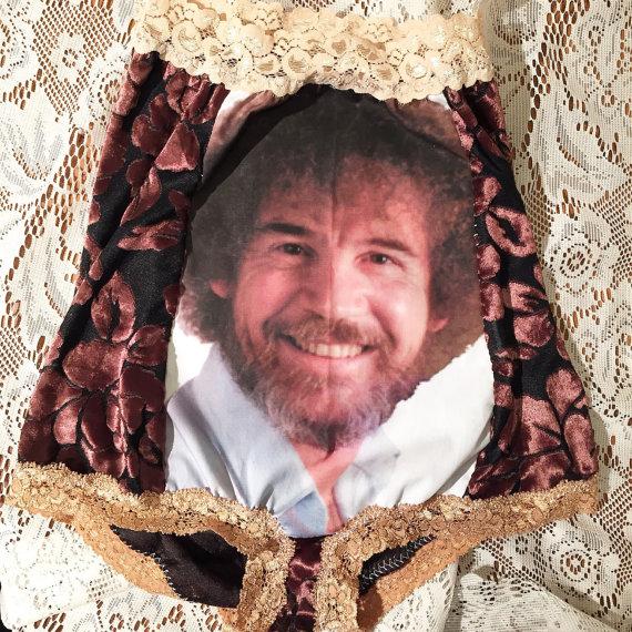 【破壊力強すぎ】「ボブの絵画教室」のボブ・ロスがなぜか! 女性用パンツになったよ! しかもけっこう高額という誰得すぎる話
