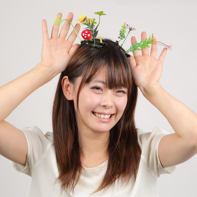 【使いこなせるか】頭からお花が生えておる…!? 中国の老若男女に大人気の「シュールすぎる」ヘアアクセサリーが日本初上陸!