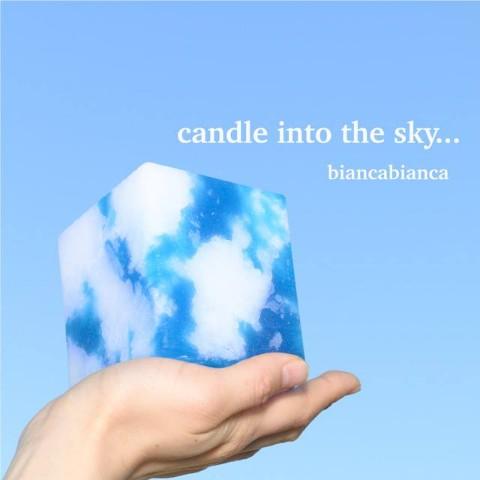 空をちいさく切り取ったようなキャンドルが大人気! 火を灯せば幻想的なマジックアワーがお部屋に広がるよ