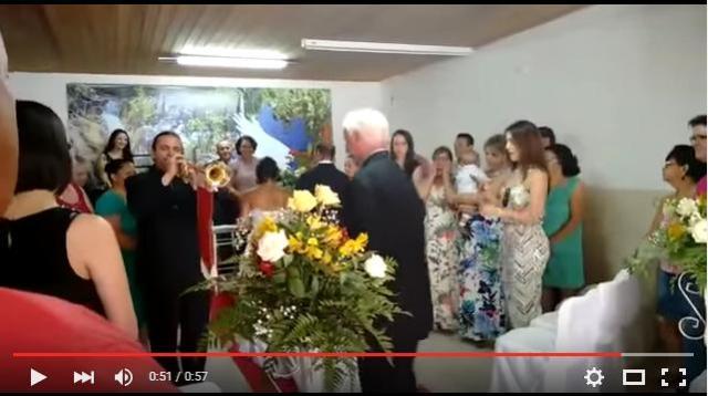 結婚行進曲を演奏するトランペッターがヘタクソすぎて気まずい! ネットの声「笑いすぎて死ぬかと思った」