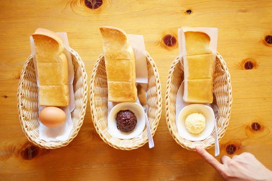 コメダのモーニングが変わる!! トーストのおともに「定番ゆで玉子」「手作りたまごペースト」「名古屋名物おぐらあん」から1種を選べるよ!