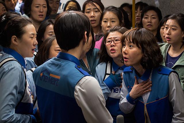 いきなりの集団解雇で怒る女たちの団結力に感動! 韓国映画『明日へ』が伝える「不当な解雇問題」に背筋ゾゾッ【最新シネマ批評】