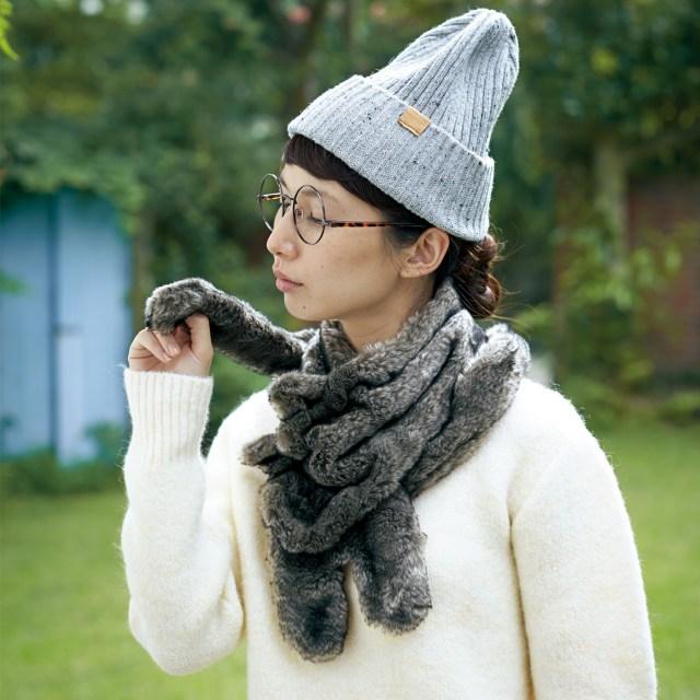 長いしっぽをくるりと首に絡めるニャン♪ ニャンコをマフラー代わりにお散歩できちゃう「猫たんぽウォーマー」がたまらん!