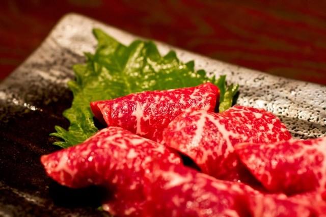レジ前でキスをすると肉が安くなる! 京都の肉屋「やまむらや」の割引サービスがいろんな意味でアツイぞ!