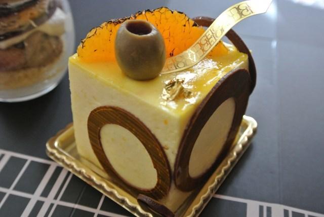 紅茶がないならシャンパンを飲めばいいじゃない♪ 「一見さんお断り」会員制ティーサロンのケーキを食べてみたよ!