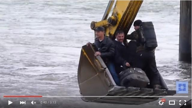 【おそロシア】大胆すぎる発想!「川の向こう岸に行きたいけど橋がない」そんなときロシアの人たちは○○を使います