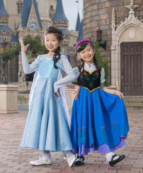 小学生の姉妹、集まれ〜! アナとエルサと一緒に歌って踊れるショーが開催されるよ♪ 応募締め切りは12月11日!!