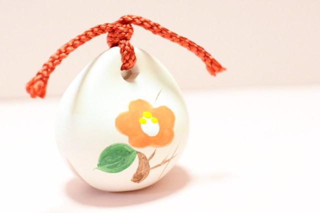 【かわいいお守り】四季折々の花が描かれた開運の土鈴はぜんぶ集めたくなるかわいらしさ♪ 赤坂氷川神社の「花福土鈴」