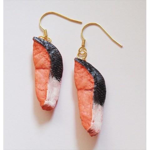 【ヴィレヴァンで大人気】焼き魚に焼きギョーザまで…リアルすぎてお腹がすいてきそうなピアス