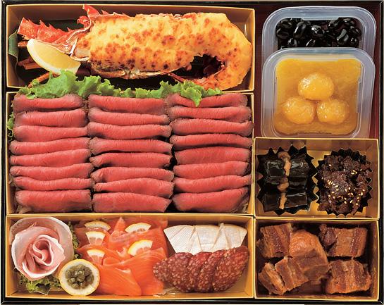 和牛モモ肉のローストビーフが25枚!?「肉の万世」特製の「開運おせち」が肉々しくてとってもゴージャス!