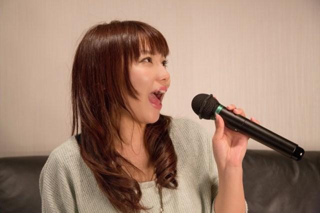 カラオケで世代間ギャップなく盛り上がれる曲ランキングを発表しちゃうよ☆ 女性1位は「ハナミズキ」男性1位は「奏」