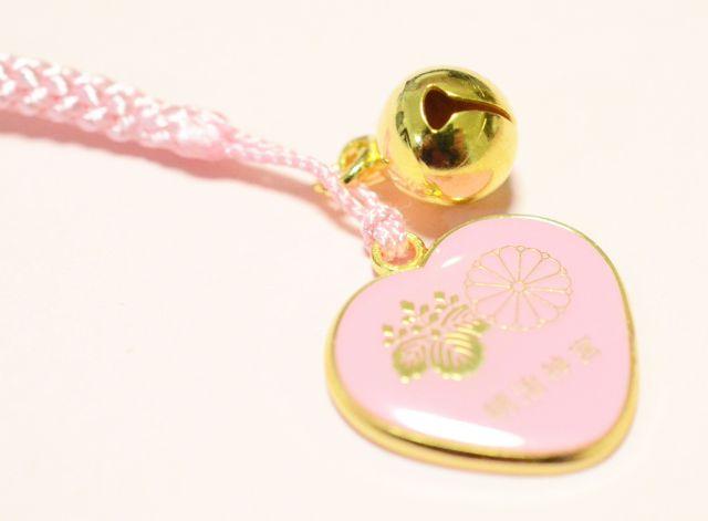 【かわいいお守り】ハート×ピンクが最強です! 初詣の参拝者数が日本一の神社で良縁を祈願♪ 明治神宮の「縁結び御守」