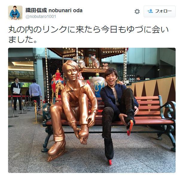 黄金色の羽生結弦選手が東京・丸の内に出現!? 織田信成さんもさっそく記念撮影したようです!