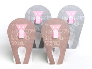 ちょこんと座るおサルさんが可愛い! 組み立てて遊べる「ペーパークラフト年賀状」で新年のご挨拶はいかが?