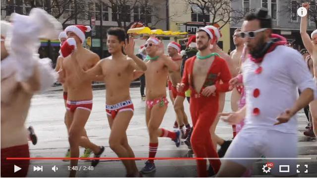 【びっくり】パンツ一丁のサンタクロースたちがマラソンしてる! 実はチャリティー活動の一環でした☆