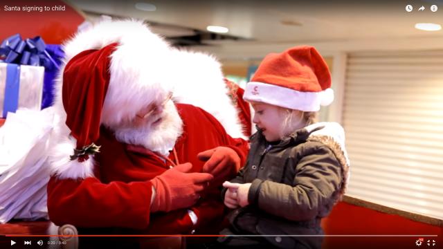 サンタは実在した! 3歳の少女に手話で話しかけたサンタさんに「サンタは実在するって信じてた」「本物のサンタ」とのウルウルしちゃった声が寄せられています