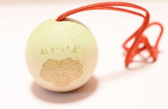【かわいいお守り】コロンとした愛らしいカタチのお守りが勝利へと導いてくれます♪ 東郷神社の「ねがい玉」