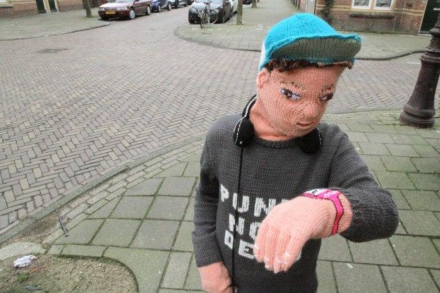 【キモカワ】あまりの「リアルさ」にみんながビビった!!! オランダの編み物作家が本気でリアルを追求した「ニット息子」
