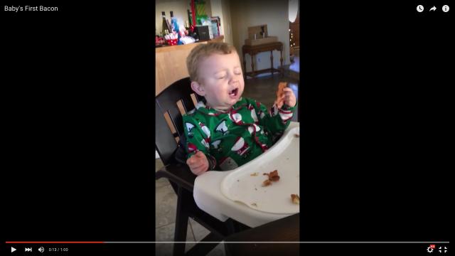 「ベーケン!!!!」はじめて食べたベーコンがあまりにもおいしすぎて絶叫した男の子、周りの家族のリアクションもあったかくていい感じ