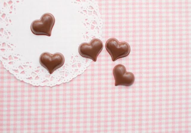 バレンタインデーに告白するなんてもう古い? 「愛を確認する日」と答えた人が最多 / 独り身にはツラすぎる調査結果です♪