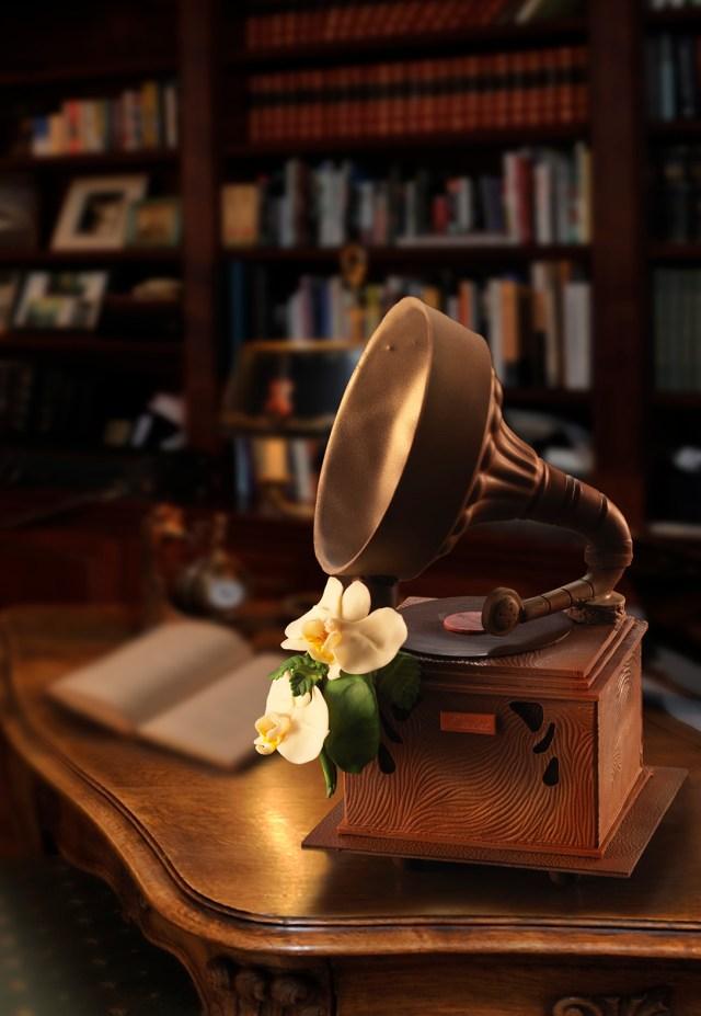 「星に願いを」の優しい音色を奏でてくれる♪ 観賞用の蓄音機型チョコレートが超絶ハイクオリティなのです