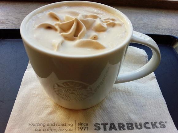 いつ出会えるかわからない!? スタバの超レアメニュー「コーヒー&クリームラテ」は見つけたら絶対飲んでみるべし☆