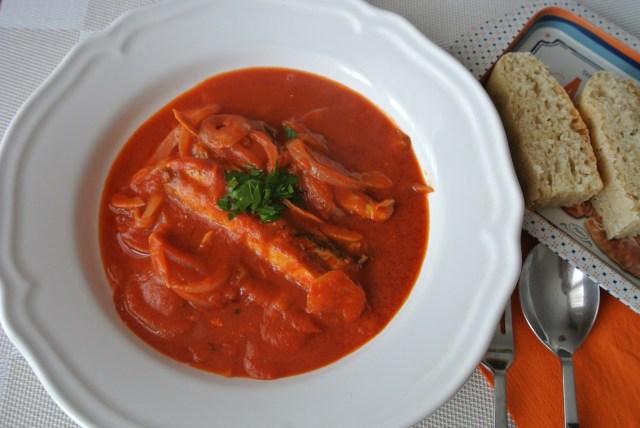 サバ缶とトマトで「地中海風の濃厚魚スープ」が簡単にできちゃう! かかる時間はわずか15分ですぞ!