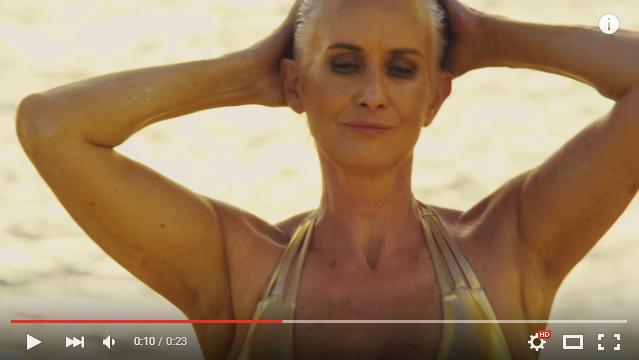 【神秘セクシー】圧倒的存在感と神々しさに目がクギづけ! 水着広告に登場したのは56歳モデル&プラスサイズモデルたち
