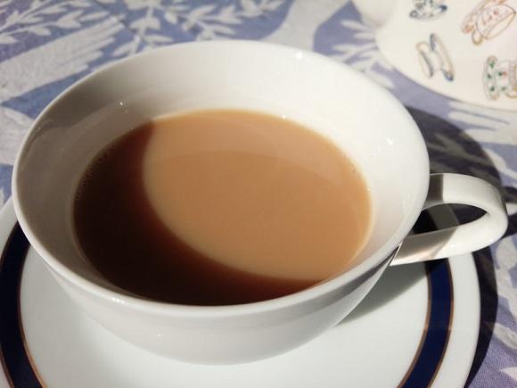 「おいしいミルクティーを淹れる方法」を試してみたよ! ミルクが先か後か? 低温殺菌牛乳を使うと味が良くなるって本当?