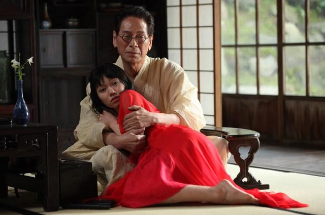 二階堂ふみさんの「真っ赤な金魚ドレス」にも会えるよ / 映画『蜜のあわれ』公開記念展示が3月1日スタート