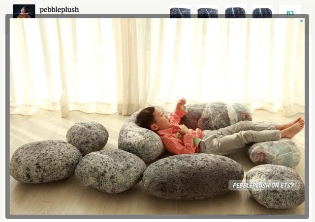 大きな岩や惑星が枕になる!? シンプルだけど新感覚のデザインクッションが超ステキ! 知育にも良さそうですよ♪