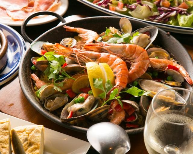 渋谷のスペイン・バルで伝統パフォーマンスにチャレンジ! 成功すると食事代が最大50%オフ!! ワインもゲットできるかも♪