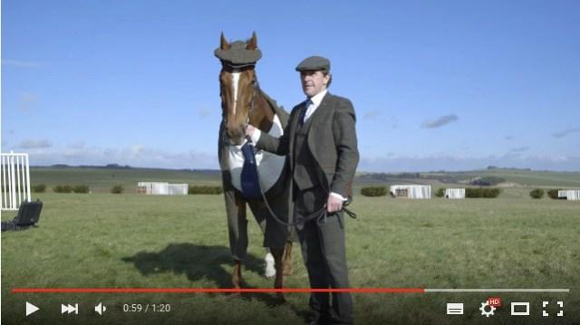 「キマッたぜ!」競走馬がオーダーメイドスーツでイギリス紳士に大変身★ 気品あふれる姿にうっとり
