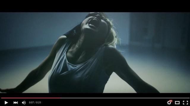 """繊細かつ狂気に満ちた土屋太鳳さんのダンスに釘付け! """"覆面歌手"""" シーアさんの『アライヴ』日本版MVに大抜擢です!"""