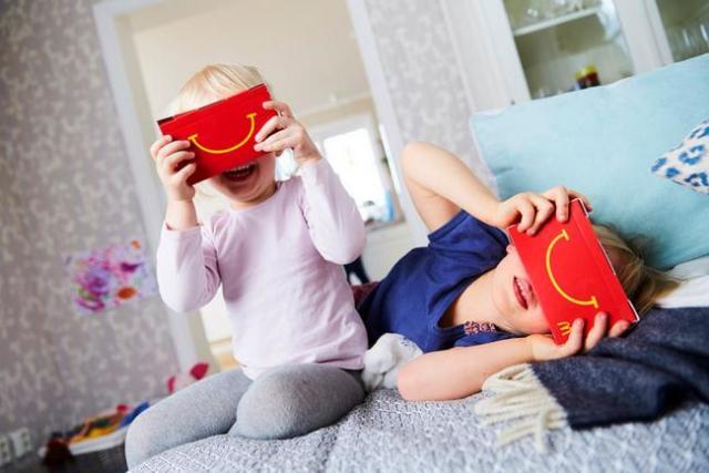 ハンバーガーに「VRヘッドセット」がついてくる! スウェーデンのマックが出したハッピーセットに世界が注目