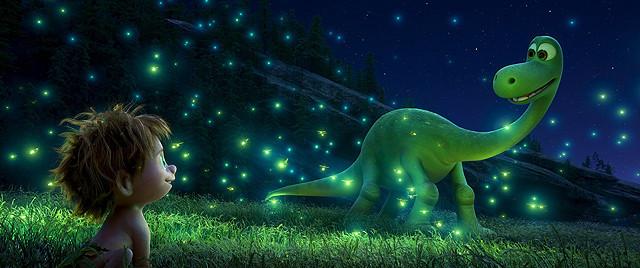 大自然の中で弾ける二人の友情に胸アツ! ディズニー / ピクサーの新作『アーロと少年』【最新シネマ批評】