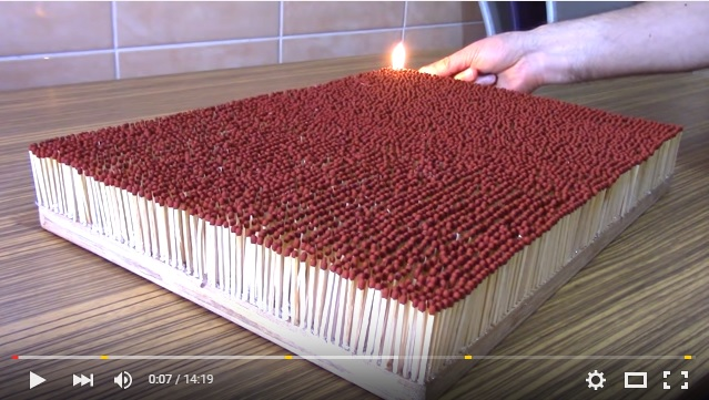 【検証】6000本のマッチ棒に火をつけたら? ドミノのように炎が広がり燃え盛る様子がすさまじい動画