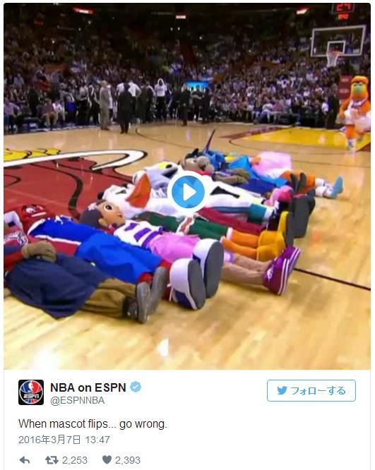 """【イタタタタ】NBAチームのマスコットたちによるパフォーマンス中に """"あってはいけない事故"""" が発生したようです!!"""