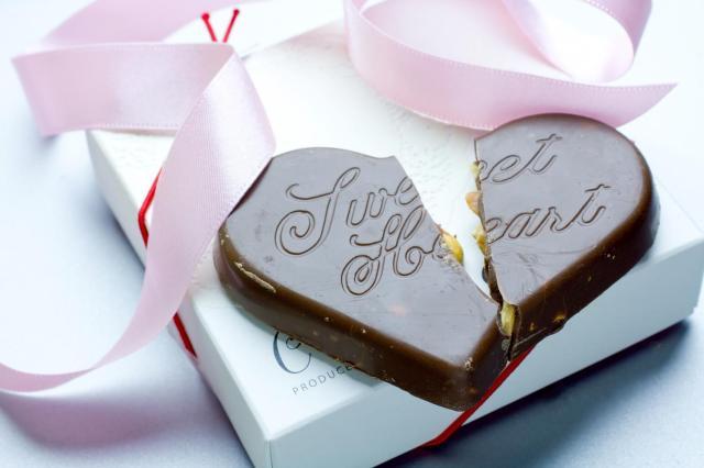 【ホンネ調査】ホワイトデーにもらって「うわっ…」と思ったプレゼントはコレ! 「本人の写メ」「作りかけの生チョコ」など