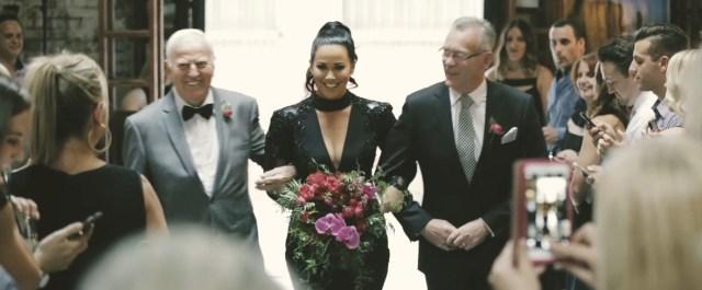 不吉それとも個性派!? 「人とちがうことがしたい!」と真っ黒なウェディングドレスで結婚式に出た新婦が海外で話題に