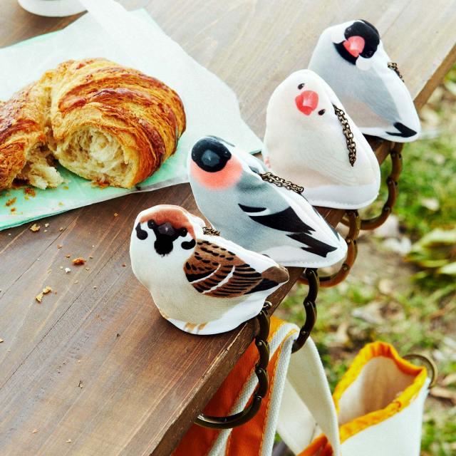 【ご飯をひと粒くださいな♪】おねだりする小鳥の瞳にズキュン! フェリシモから可愛さ120%のバッグハンガーが登場したよぉ♪