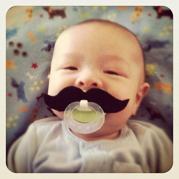 プレゼントにもおススメ♪ 赤ちゃんが一瞬にしてダンディなおじさまに変身するアイテムを発見したよ!