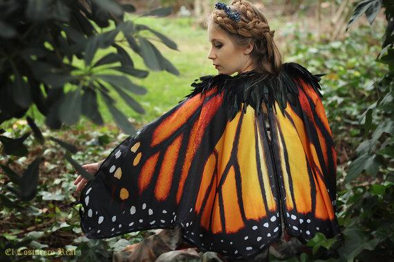蝶になれる!! ファンタジー映画に出てきそうなゴージャスで美しいマント、おひとついかが?