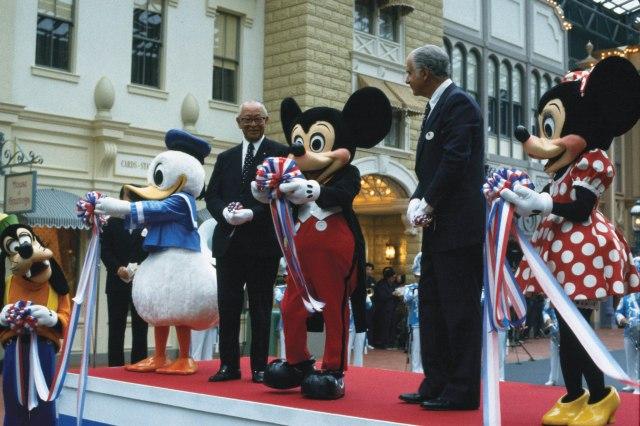 【豆知識】東京ディズニーランドが33周年を迎えたよ♪ オープン当初のアトラクション数はいくつだったでしょう?