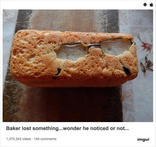 【漫画みたい】パンの中に○○が入っていてビックリ仰天! 衝撃的な異物混入事件が発生した模様