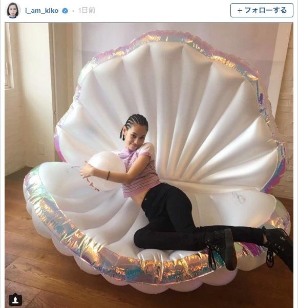 水原希子ちゃんもお気に入り!? 人魚姫気分を味わえる貝がら型のフロートがこの夏はやる予感☆