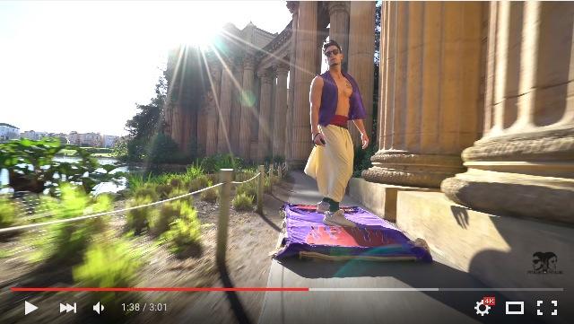 サンフランシスコ市民、驚愕!! アラジンが魔法のじゅうたんに乗って街なかを颯爽と飛びまくる動画